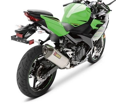 NINJA® 400 ABS Ninja® 400 Akrapovic Slip-On Exhaust