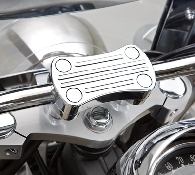 Vulcan® 900 Classic Billet Handlebar Clamp, Chrome